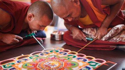 monks-creating-mandala